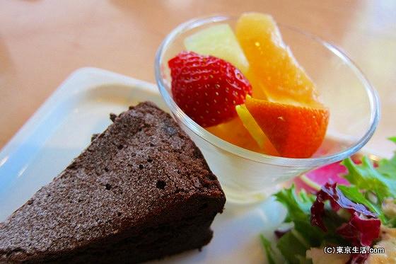 パークサイドカフェでケーキ