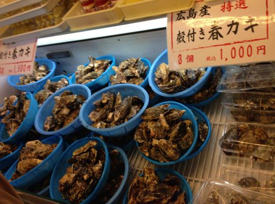 牡蠣が並ぶ