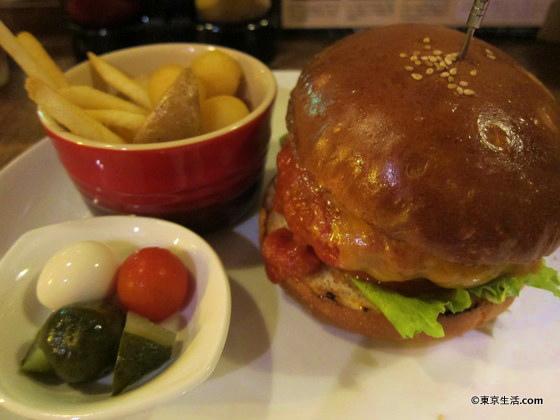イーストヴィレッジのチーズバーガー