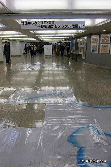 床には江戸から東京の地図