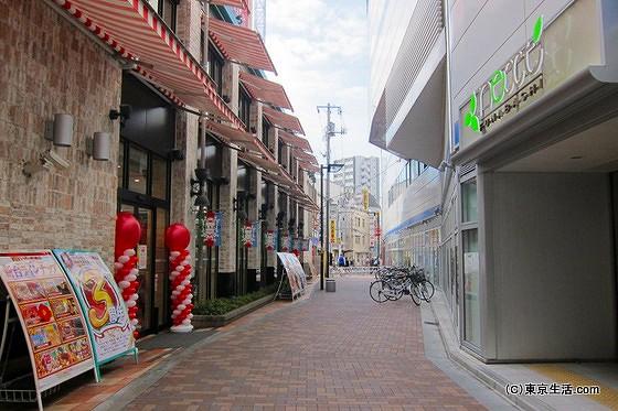 京成船橋駅の裏側
