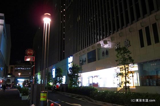 節電中の阪急百貨店