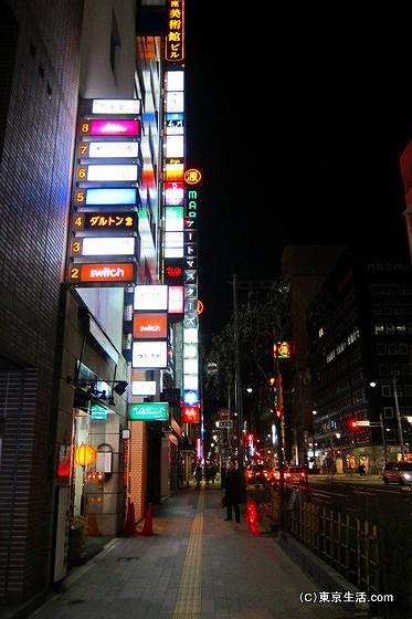 銀座のネオン街
