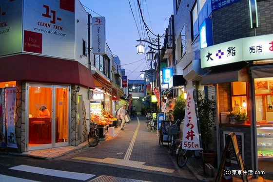 山下駅への小道