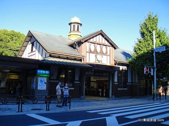 モダンな原宿駅駅舎