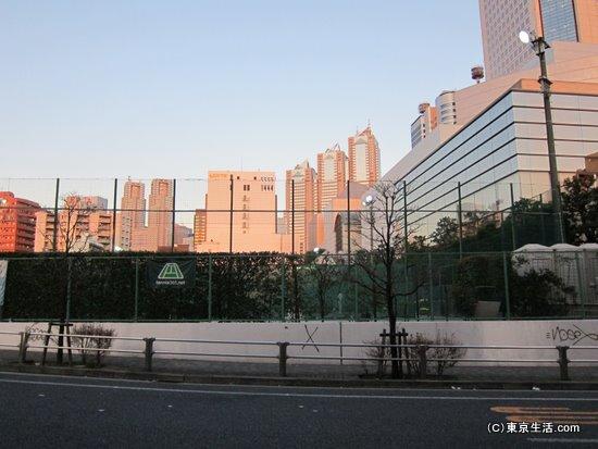 西口の高層ビル街