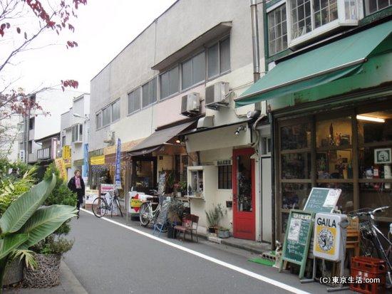 遊歩道の小店
