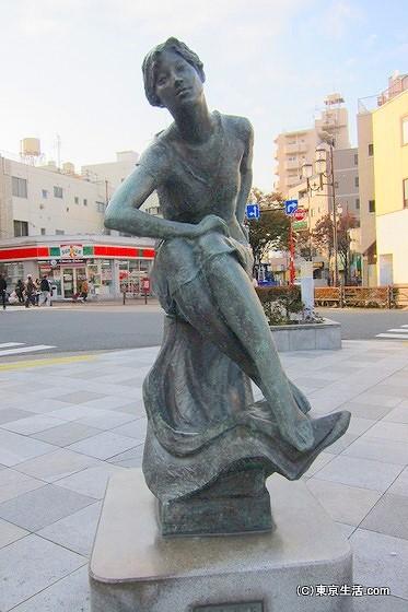 平井駅前の銅像