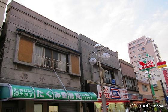 商店街の古い建物