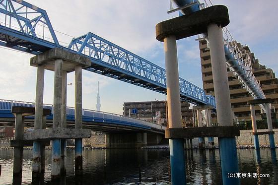 旧中川に架かる水道橋