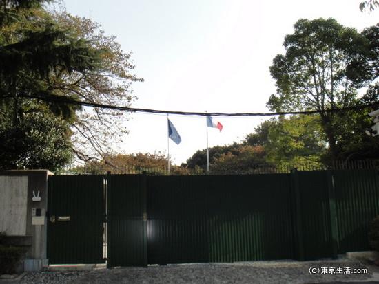 フランス大使館の門
