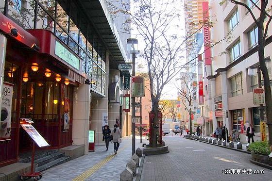 市川の商店街