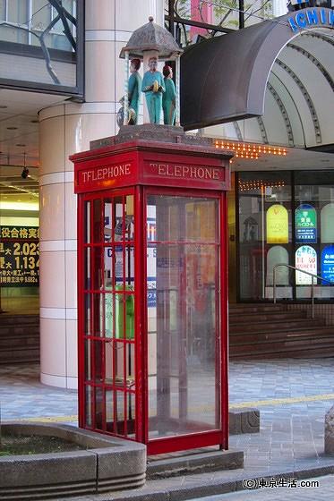 市川の電話ボックス