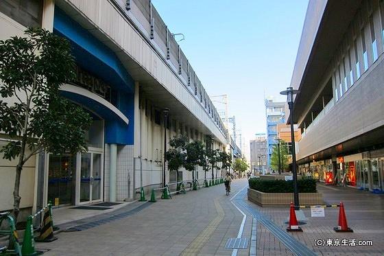 市川駅の裏側