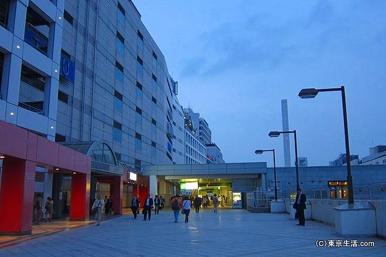 池袋駅メトロポリタン口の広場