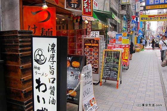 飲食店が多い神田駅西口商店街