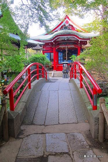 弁財天の赤い橋