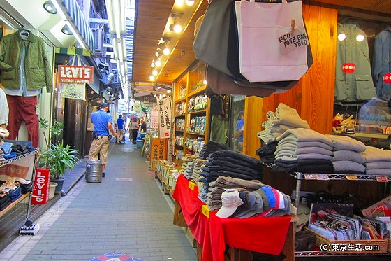 ハーモニカ横丁の洋服屋