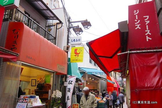 霜降銀座商店街の細い路地