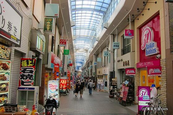 高円寺の商店街がはじまる