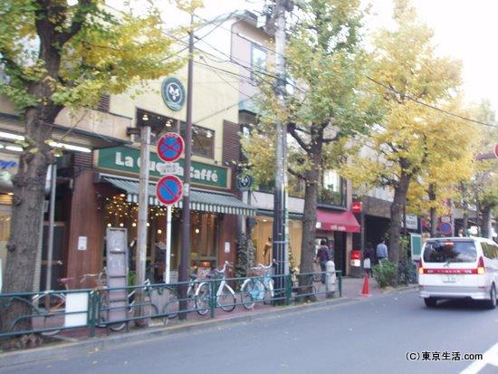 落ちつた雰囲気の商店街