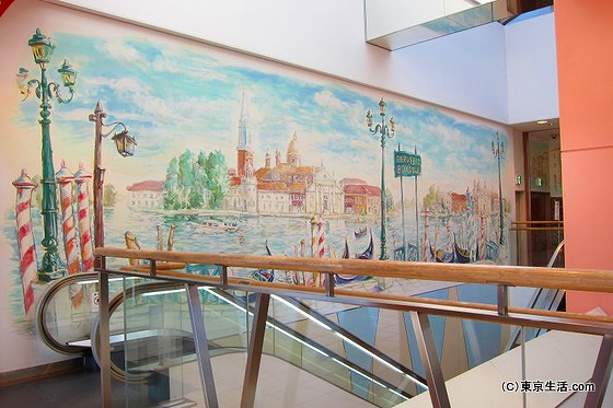 新越谷バリエの壁画