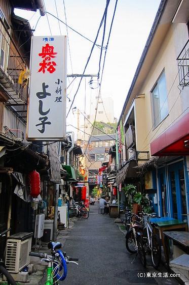 昭和的な西荻窪の飲み屋街