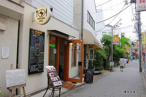 教会通りのカフェ