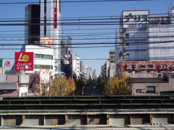 新大久保駅からコリアタウンを見る