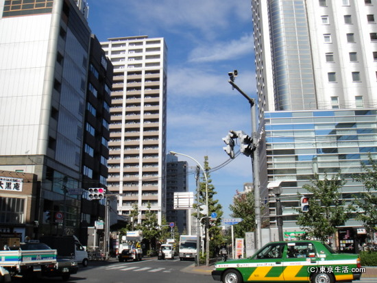 大久保駅の先の北新宿の交差点