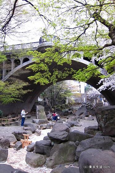 音無親水公園のアーチ橋