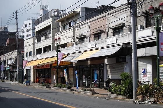 アサヒ通り商店街の街並み