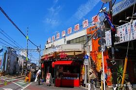 世田谷線とノスタルジックな学生街|下高井戸の商店街