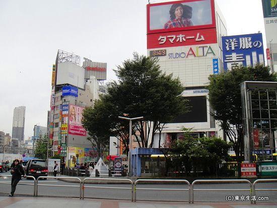 新宿駅東口のロータリー