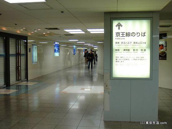 京王線百貨店の脇道