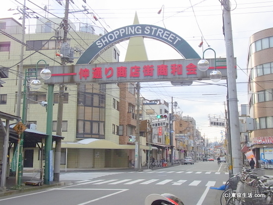 沖縄タウンの仲通り商店街