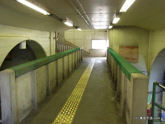 国道駅の空中回廊