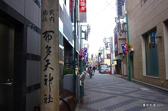 布田神社へと続く天神通り商店街